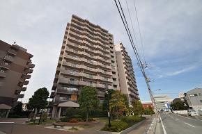 ローレルスクエア近鉄吉田1番館-外観.JPG